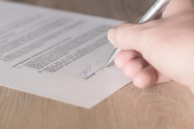 Co powinna zawierać umowa o pracę?