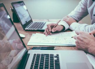 Na czym polega rozliczanie czasu pracy w firmie